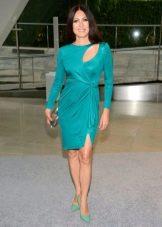 Бирюзовое платье с зелеными туфлями