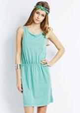 Зеленые аксессуары к платью бирюзового цвета
