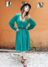 Длинные рукава на бирюзовом платье