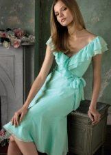 Средней длины бирюзовое платье