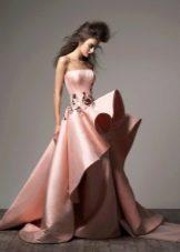 Асимметричное вечернее платье в пол пышное