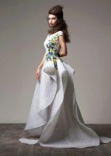 Асимметричное вечернее платье в пол белое