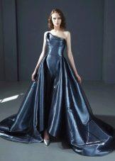 Вечернее пышное платье со шлейфом