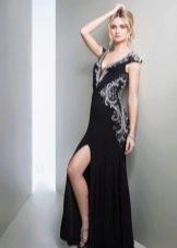 Черное вечернее платье с разрезом