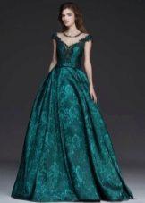 Зеленое пышное вечернее платье
