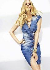 Джинсовое платье с разрезом
