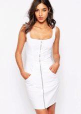 Платье футляр из белого денима