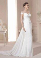 Свадебное платье с приспущенными  рукавами