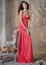 Длинное коралловое платье