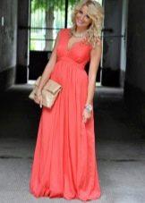 Коралловое платье максимальной длины