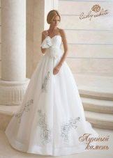 Свадебное платье из коллекции Diamond от Lady White с объемным цветком