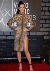 Облегающее леопардовое платье средней длины