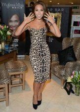 Крупный леопардовый принт на платье для брюнетки