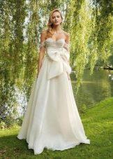 Свадебное платье с большим бантом