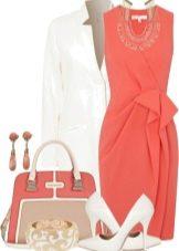 Оранжевое платье с белым