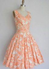 Оранжево-белое платье