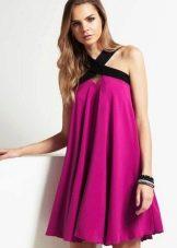Платье цвета фуксии с черной отделкой
