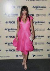 Светло-розовые босоножки к платью цвета фуксии