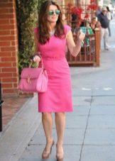 Розовая сумка к платью цвета фуксии