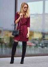 Повседневное платье-рубаха цвета марсала