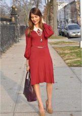 Аксессуары для платья малинового цвета