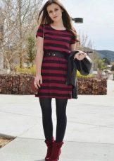 Малиновое платье в сочетание с черным