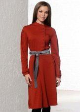 Платье винного цвета с терракотовым оттенком