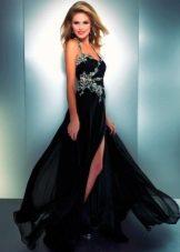 Черное платье из шифона с разрезом