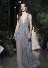Серое платье из шифона от Эли Сааб