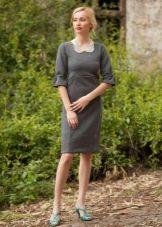 Серое платье средней длины - повседневный вариант