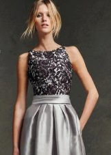 Серое платье из атласа и гипюра