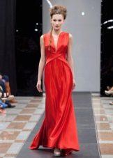 Красное шелковое платье в греческом стиле
