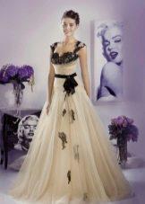 Свадебное платье от Тани Григ с черным кружевом