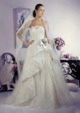 Свадебное платье от Тани Григ с драпировкой