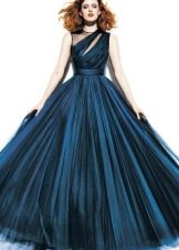 Длинное и пышное темно-синее платье