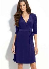 Темно-синее платье длины миди для брюнеки