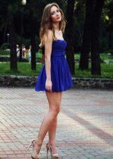 Темно-синее платье с завышенной талией