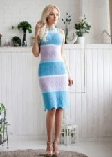 Бело-голубое полосатое платье
