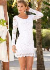 Вязаное белое платье короткое