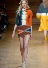 Вязанное платье в разноцветную полоску