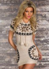 Вязаное платье с орнаментом