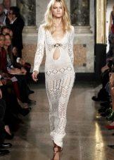 Вязаное белое платье в пол