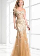 Длинное золотое платье