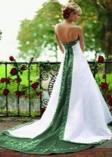 Свадебное платье с зеленой вставкой