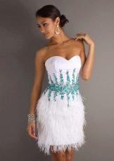 Свадебное платье с голубыми украшениями