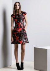 Цветное платье с коротким рукавом
