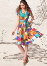 Разноцветное платье с рукавами