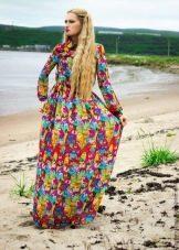 Разноцветное платье с длинными рукавами