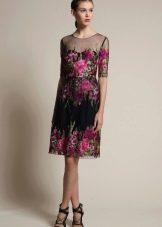 Цветное платье с рукавом три четверти