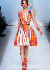 Оранжевое цветное платье
